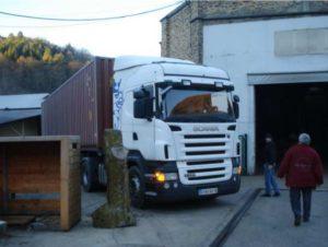 2010 - Chargement d'un conteneur à Aubazine